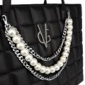 VG shopping nera trapuntata con decorazione di catena e perle